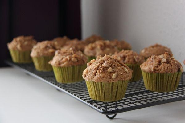 Receta para unos muffins de manzanas ligeros. Para cuidar la silueta es clave consumir porciones pequeñas, por este postre es una buena opción cuando te