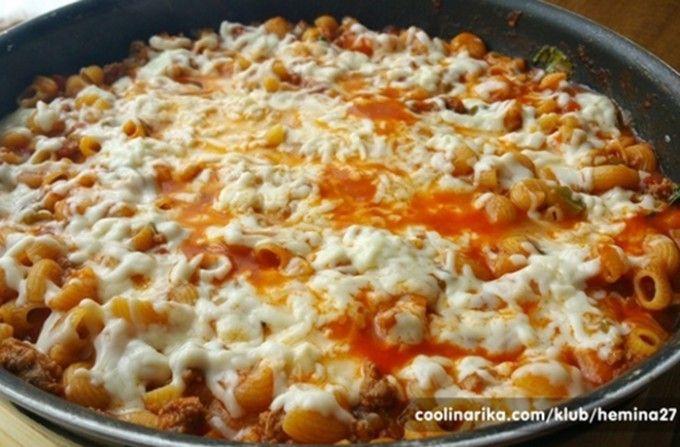 Vynikající oběd za 20 minut z jedné pánve (mleté maso,těstoviny,paprika,rajčata z plechovky,mozzarella)