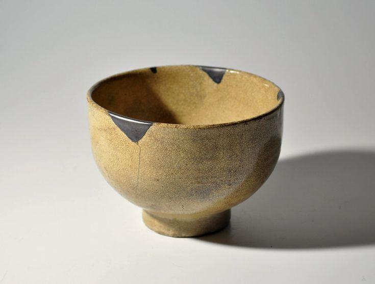 "Early Karatsu ware tea bowl, categorized into the type of 'Muji-Karatsu Chawan' (or possibly ""ki-Karatsu""). 'Gintsugi' silver restorations. Mid Edo period, 17-18th century approx. 10.3-10.7cm in diameter, 7.5cm in height (4.06-4.21in, 2.95in)."
