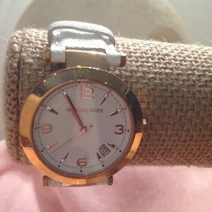 I just added this to my closet on Poshmark: Women's MICHAEL KORS Watch. Price: $125 Size: OS