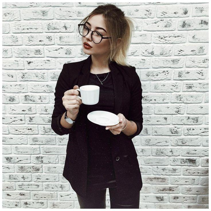 """https://www.instagram.com/enrickie/  """"Я сегодня самый настоящий администратор салона @tissoria_studio! Кожаные лосины от @_brillant_ """""""