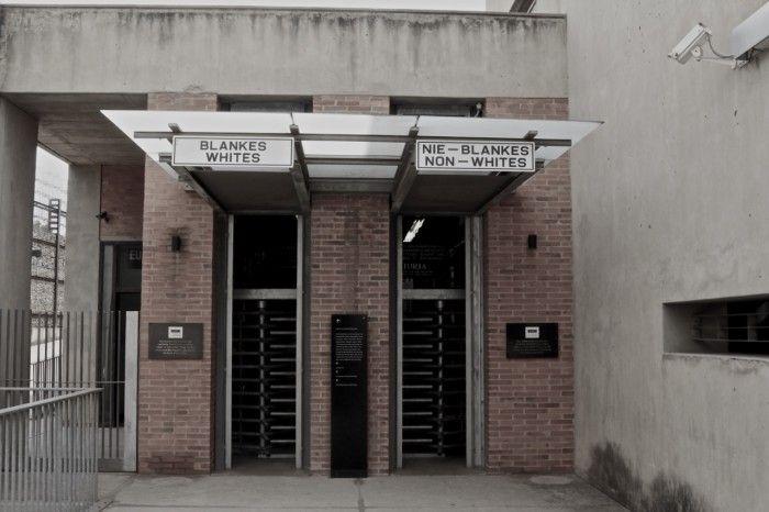Entrada do Apartheid Museum
