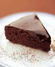 Suussa sulava suklaakakku | Yhteishyvä  Kakku joka aina onnistuu ja voi tehdä pakasteeseen valmiiksi.