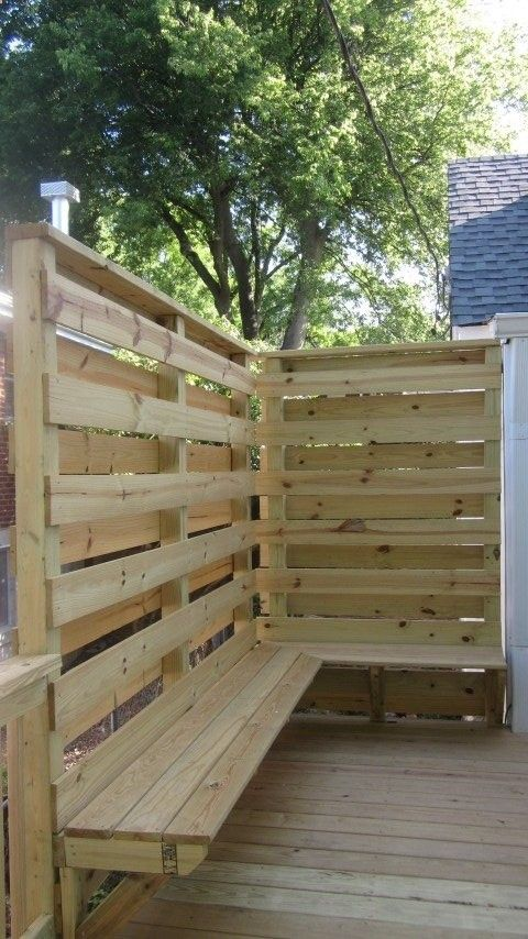 Deck with privacy wall seating by stratton exteriors for Diy outdoor privacy screen ideas