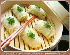 """Dumplings de Col China con Gambas, Champiñones y Dátiles. Con Video-receta En la receta de hoy les propongo hacer unos Dumplings inspirándonos en los típicos """"Farcellets de Col"""" Catalanes y en las técnicas de cocción orientales.  Envolveremos nuestros dumplings con hojas de col china y los cocinaremos en una vaporera de bambú (para conseguir que los alimentos no pierdan sus propiedades beneficiosas al alargar los tiempos de cocción)."""