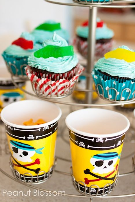 Fishy cupcakes & kid snacks for a pirate party