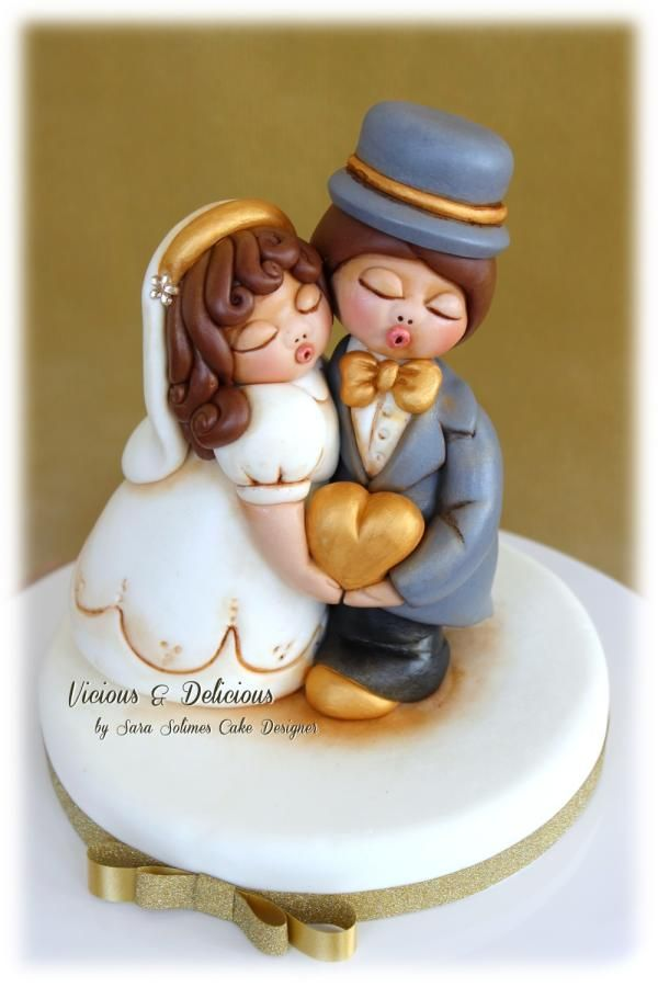 """Cake topper """"Bride & Groom in Thun style"""" by Vicious & Delicious by Sara Solimes"""
