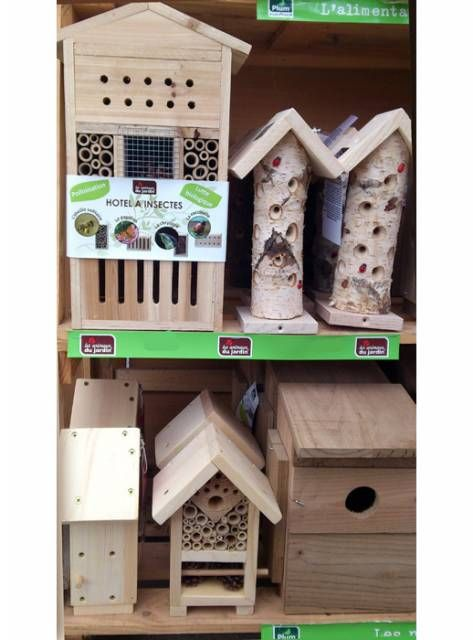 Au rayon jardinerie, découvrez notre gamme d'hôtels à insectes et autres nichoirs.