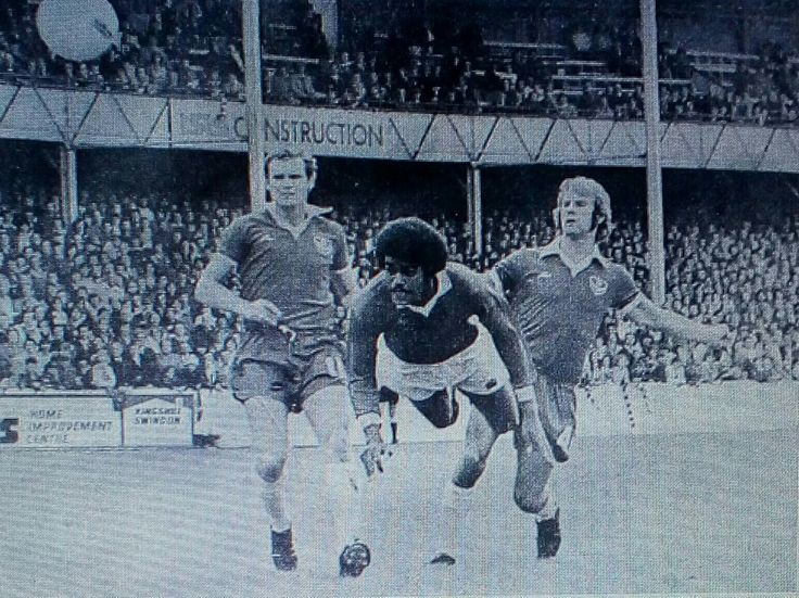 Swindon 3 Portsmouth 1 in Aug 1977 at the County Ground. Chris Kamara scores with a header #Div3