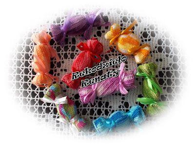 Styropianowe cukierki w szydełkowych ubrankach