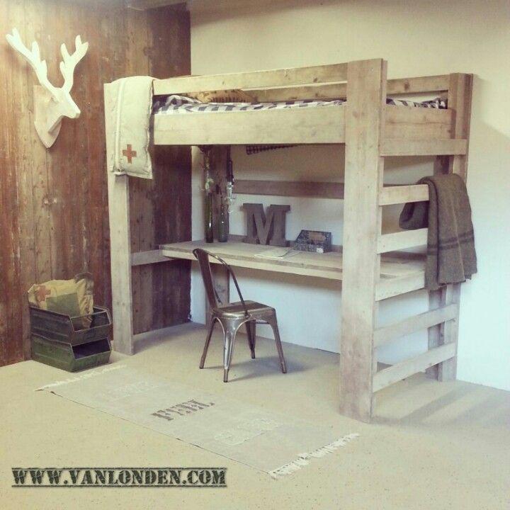 Hoogslaper met bureau van steigerhout