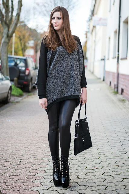 Oversized Sweater mit High Heels und Leggings