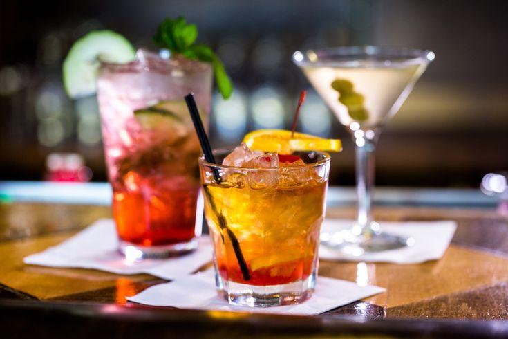 Klassiska drinkar som Old Fashioned och Dry Martini.