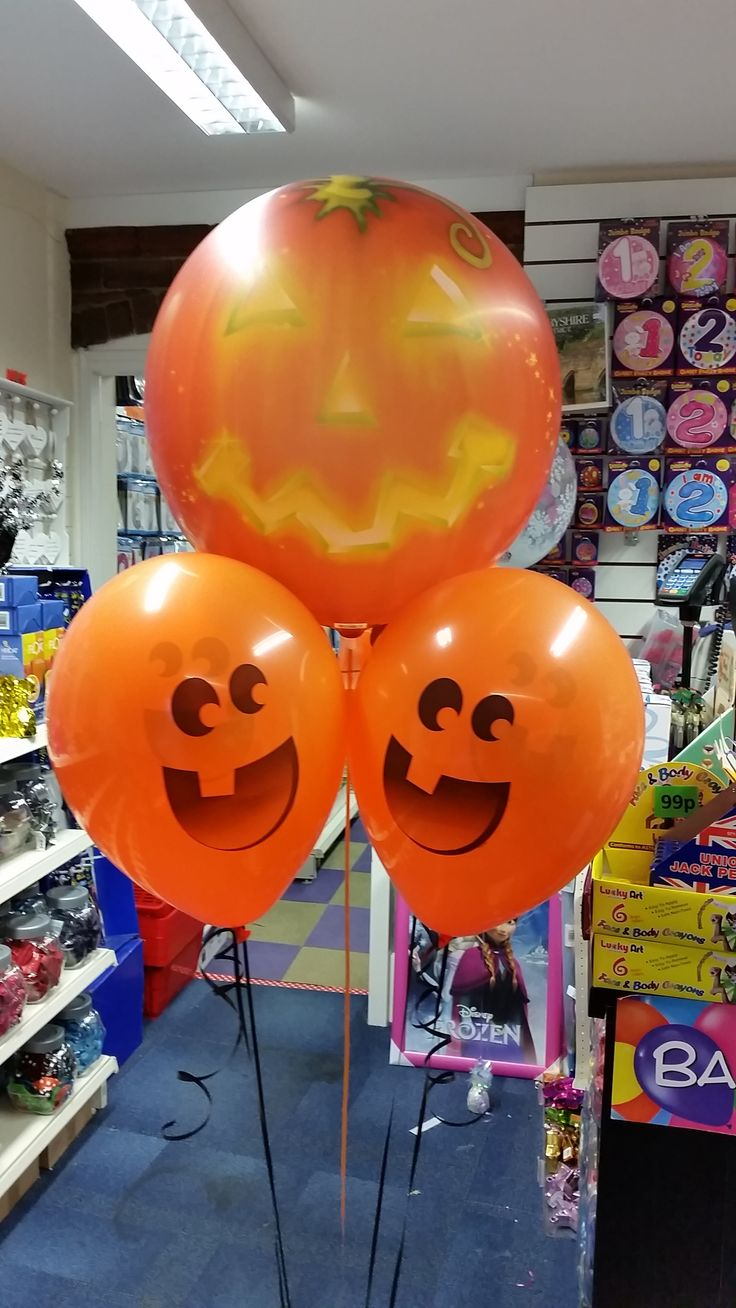 Pumpkin Bubble display with 4 Pumpkin face latex balloons