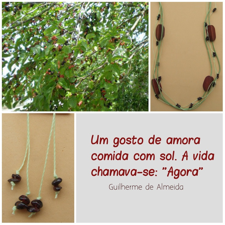 Tem fruta nova no pomar RosaPaz!  Conjunto Amoreira, em fios de algodão, triângulos de carvalho e cascalhos de granada vermelha.  Já disponível em nossa loja!  www.rosapaz.com.br