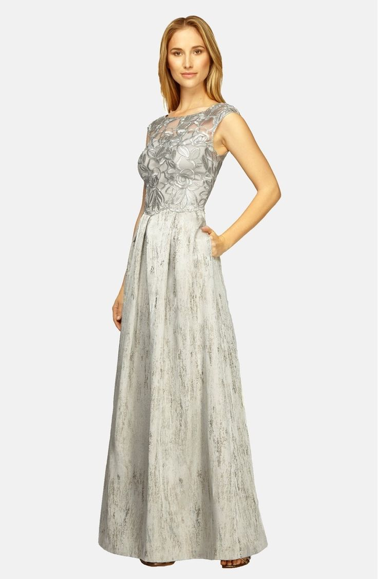Main Image - Kay Unger Embroidered Bodice Metallic Gown