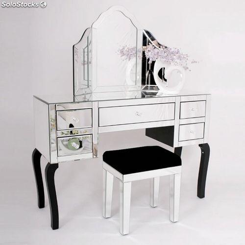 Un' idea per un #tavolo da #trucco. #makeup #table #mirror #specchio #design
