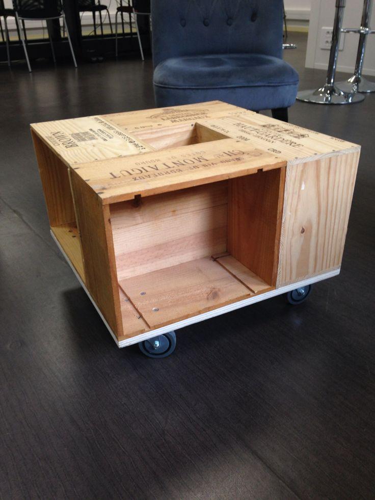 table basse en caisse de vin sur roulettes demogram. Black Bedroom Furniture Sets. Home Design Ideas