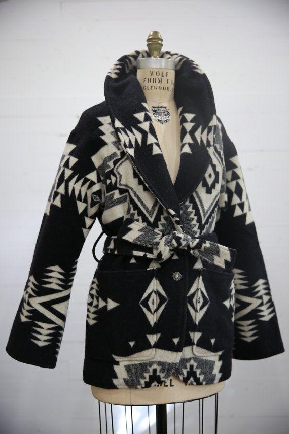 Etsy の Vintage Pendleton Blanket Wool Wrap by LoveRocksVintage