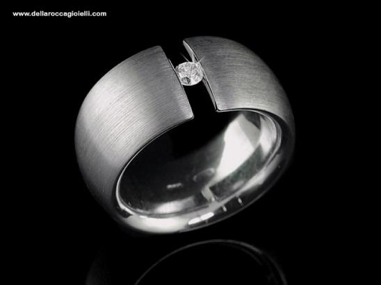Anello Solitario Sospensione - PR1883  Anello Solitario a fascia in argento 925 satinato  Misura 14 Diamante taglio brillante ct 0.17 Colore G Purezza VS1