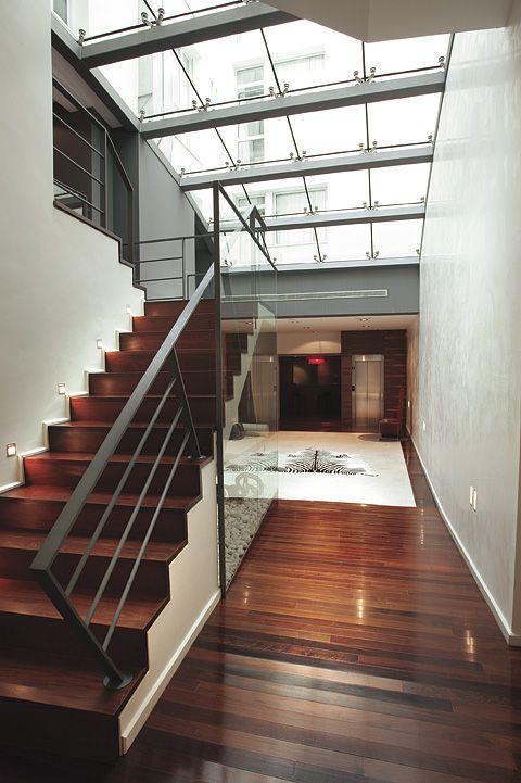 Escalera de la recepción del Hotel Marqués de Vallejo, ellas nos dan paso a las habitaciones