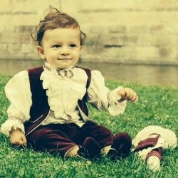 """Christening suit """"Hamlet"""" for a cute baby boy."""