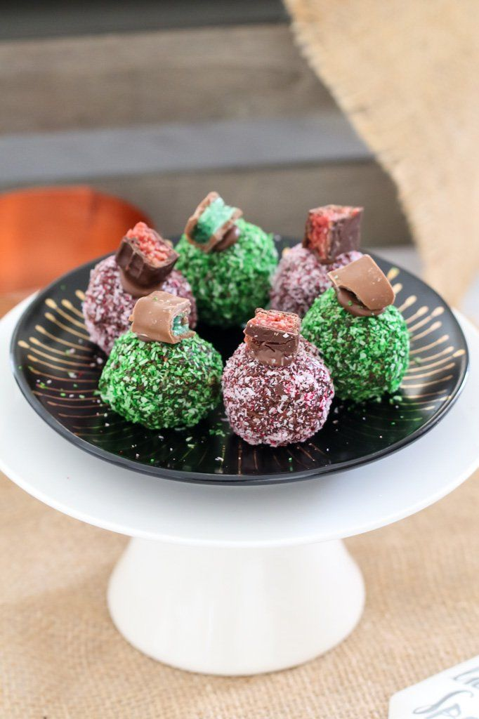 The easiest no-bake CHOCOLATE RIPPLE CHRISTMAS BALLS made in two yummy variations – one with chopped up PEPPERMINT CRISP BARS and one with CHERRY RIPES. YUM!!    #chocolate #ripple #christmas #balls #cherryripe #peppermintcrisp #peppermint #cherry #easy #nobake #thermomix #conventional #kidsrecipes