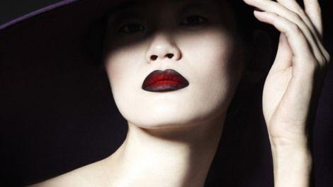 http://www.lisaeldridge.com/file-uploads/poster-large/s3dark-lips-big-hat-cropped-028v5.jpg