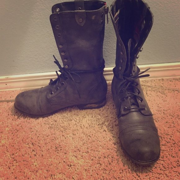 Steve Madden Combat Boots Steve Madden's Galeriaa combat boot in charcoal grey. Has plaid lining so you can wear folded for an edgy look! Combat boots are great to wear in multiple ways. Great for spring fall and winter!❌no trades❌ Steve Madden Shoes Combat & Moto Boots
