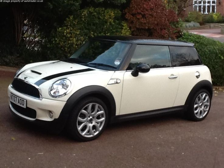 ONLY 22,000 MILES - MINI TLC FREE SERVICING PACK UNTIL 2015 - Mini Cooper S in Pepper White with Black Roof and Mirrors, Black Bonnet Stripes, Full Mini Service History, TLC Service Pack until 2015, CHILI Pack, 17'' Flame Alloy Wheels, Chrome Line Interior, Darkened Rear Glass and Part Leather Seats. Bought from Stratstone Mini and owned for 5 years. Always serviced by Mini main dealer. Please call David with any questions or e mail d l i n e s @ t i s c a l i . c o. uk, WHITE, £8,940