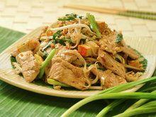 Pad thai stekte nudler med svinekjøtt