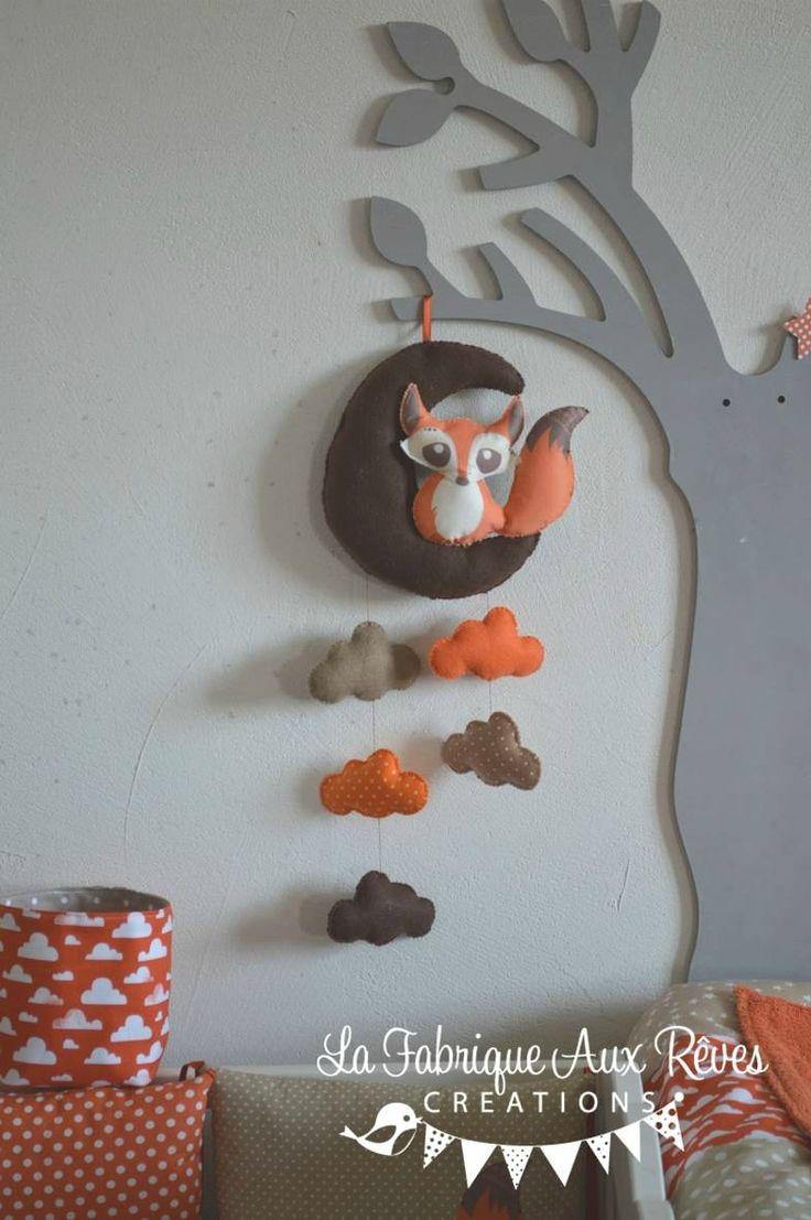 mobile éveil bébé renard lune nuage orange crème beige chocolat marron