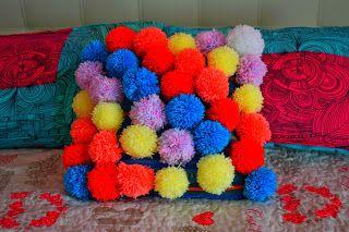 Cuscino Pompon coloratissimo per arredare la vostra casa