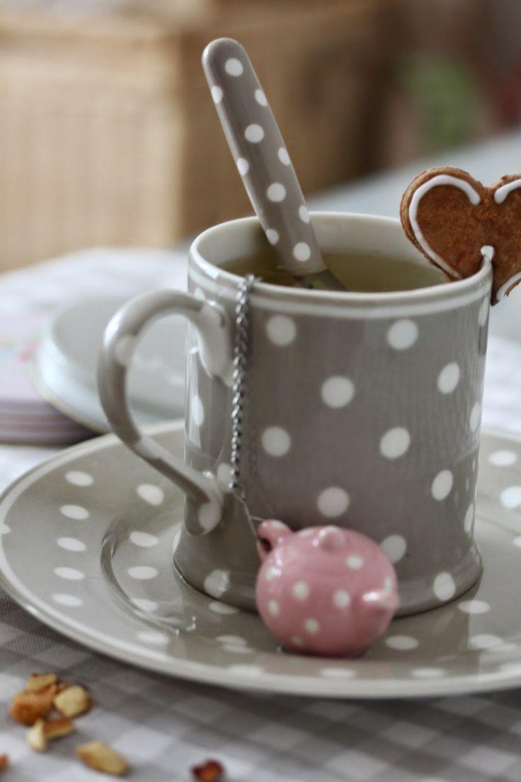 .love the teabag holder, cute