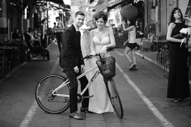 A bride wearing a Nurit Hen wedding gown.