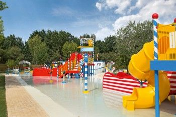 Le Serignan Plage campsite, France: luxury camping by the sea