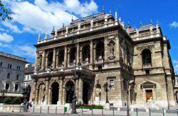 Венгерский государственный оперный театр (венг. Magyar Állami Operaház) — крупнейший венгерский оперный театр, находящийся в Будапеште. Здание театра было построено по проекту одного из известнейших венгерских архитекторов Миклоша Ибля и открыто для публики в 1884 го�