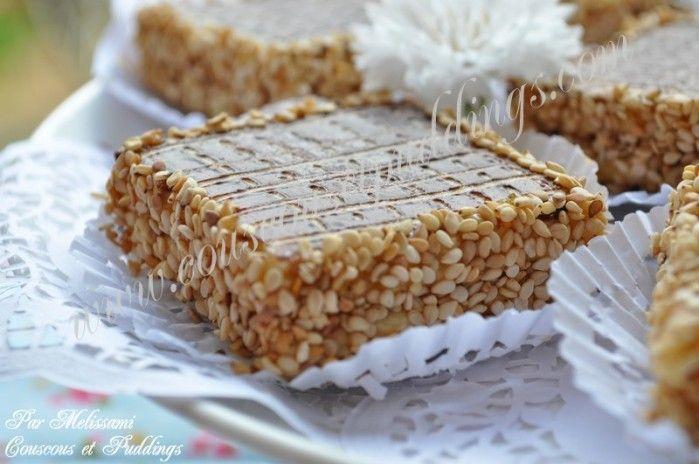Carrés au chocolat et graines de sésame (Jeljlane) fourrés de confiture - Couscous et Puddings