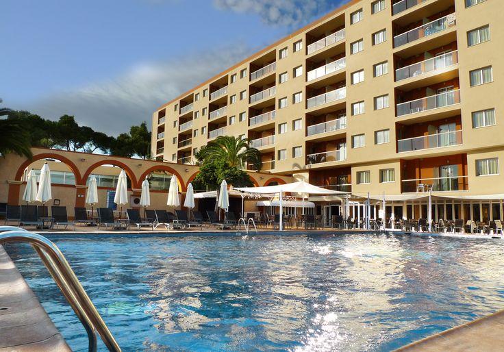 http://www.azulinehotels.com/hoteles-en-ibiza/hotel-atlantic-santa-eulalia-familias #azulinehotels #azulineatlantic #piscina #ibiza #escanar