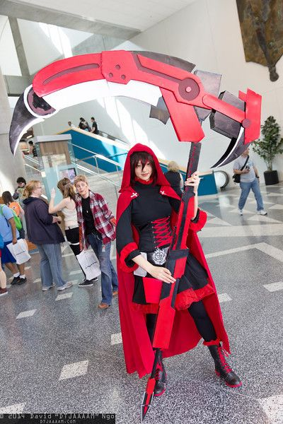 Ruby Rose (RWBY) #Fanime2014 - that's some crazy weapon she's got there!