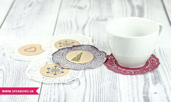 Jednoduché podložky pod poháre - návod. Užite si sviatočné chvíle so svojimi blízkymi pri originálne prestretom stole. Vyrobte si praktické podložky...