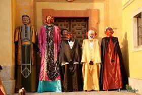 La merienda a las cinco: Gigantes y cabezudos. Spanish fiesta!