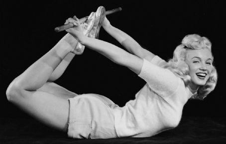 Marilyn Monroe Yoga! Dhanurasana