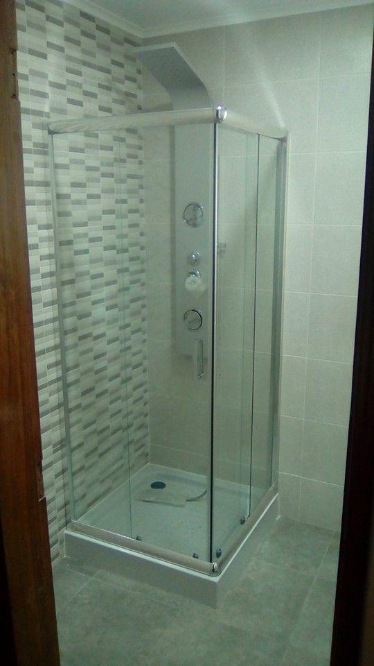 Instalação de base de duche e loiças sanitárias
