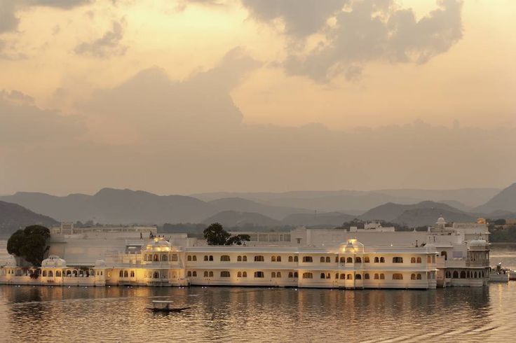 Fantastical palaces, temples, havelis and countless narrow, crooked streets add to the charm of this Rajasthan destination. Even if you are just wandering around the city taking in the majestic sights or cruising the calm lakes on multiple boat rides—the city is bound to sweep you off your feet.