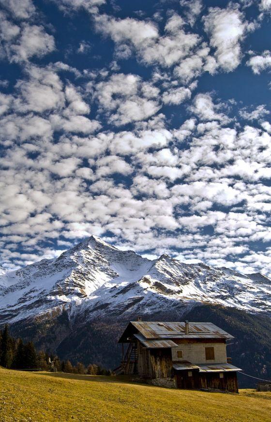 Oggi #twitpic di cime innevate! Come qusta baita in #Valtellina. RT se vorresti essere qua =P