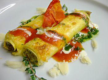 Les cannelloni se n'est pas forcément une chose que l'on fait souvent à la maison, on préfère l'acheter en boite, avant je en faisais que ça... mais ça, c'était avant ! Ingrédients pour 3 personnes : 10 feuilles de lasagnes 500 grammes de boeuf haché à 5% MG 250 grammes de tomates pelées 2 beaux…