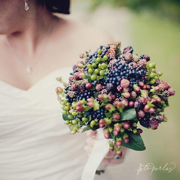 forest flowers, berry bridal bouquet, wedding flowers The blue berries (blueberries?) bring out the midnight blue