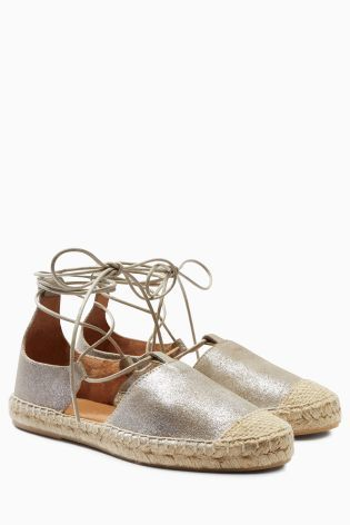Metallic espadrilles to make you shine and stand out on the beach!