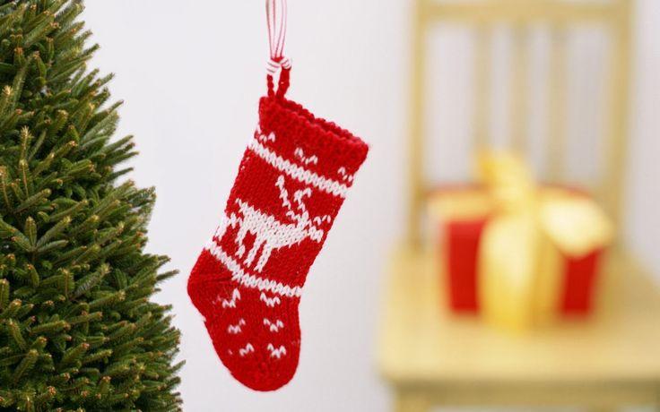 Kerstsokken zijn decoratieve sokken die vooral inAmerika en Canadapopulair zijn. Ze worden bij de open haard opgehangen en kunnen …